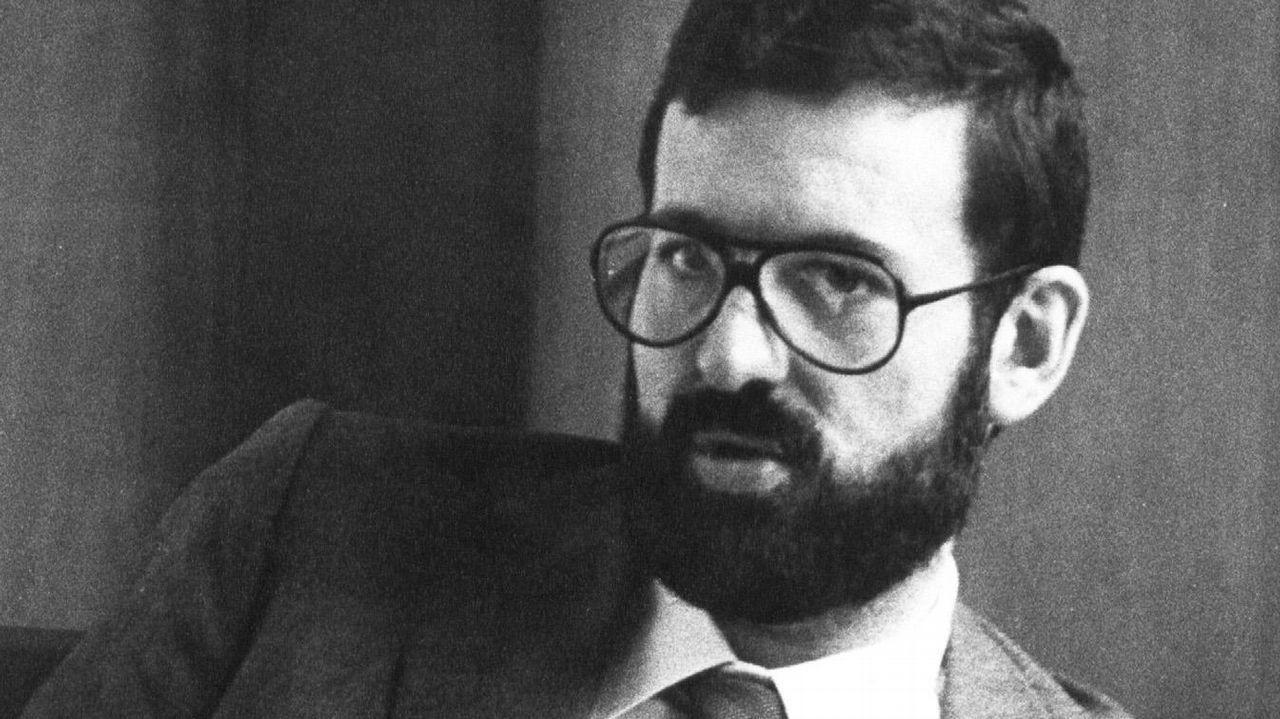 De registrador a presidente: Una vida dedicada a la política.Rajoy, a la salida del restaurante donde pasó la tarde, mientras en el Congreso los grupos de la oposición debatían la moción de censura contra él
