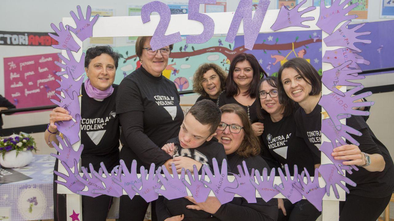 Conmemoración del 25N en el colegio Xesus San Luis Romero (Carballo)