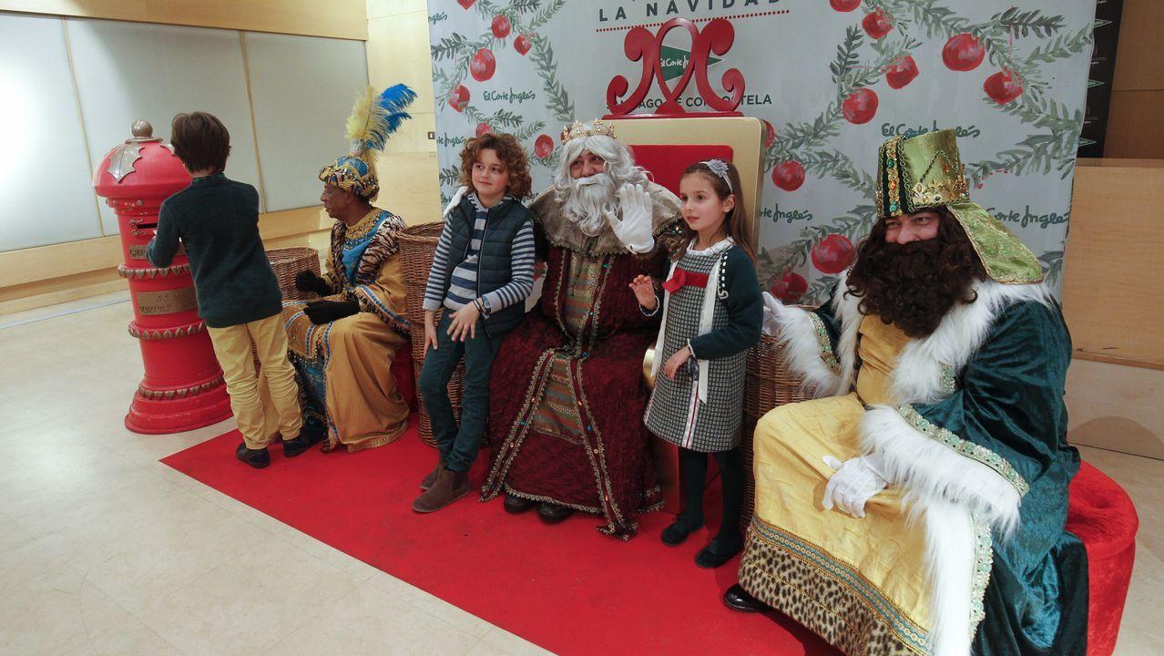 Así fue el paso de los Reyes Magos por los concellos del entorno de Santiago