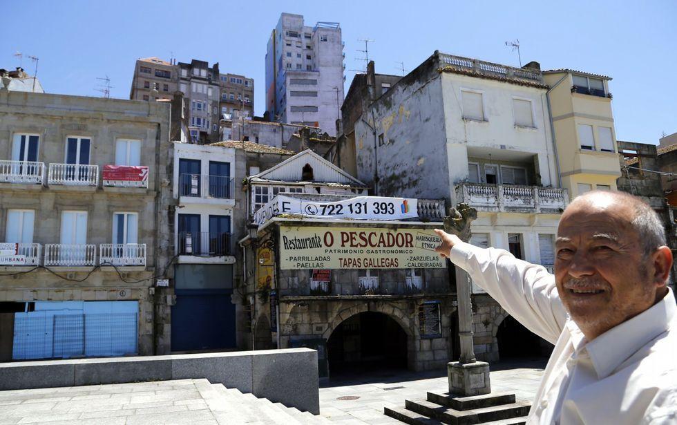 Rebajas para las compras de Reyes.Manuel Cabezas y Eloy Lozano, en el centro, presentando el festival en 1996