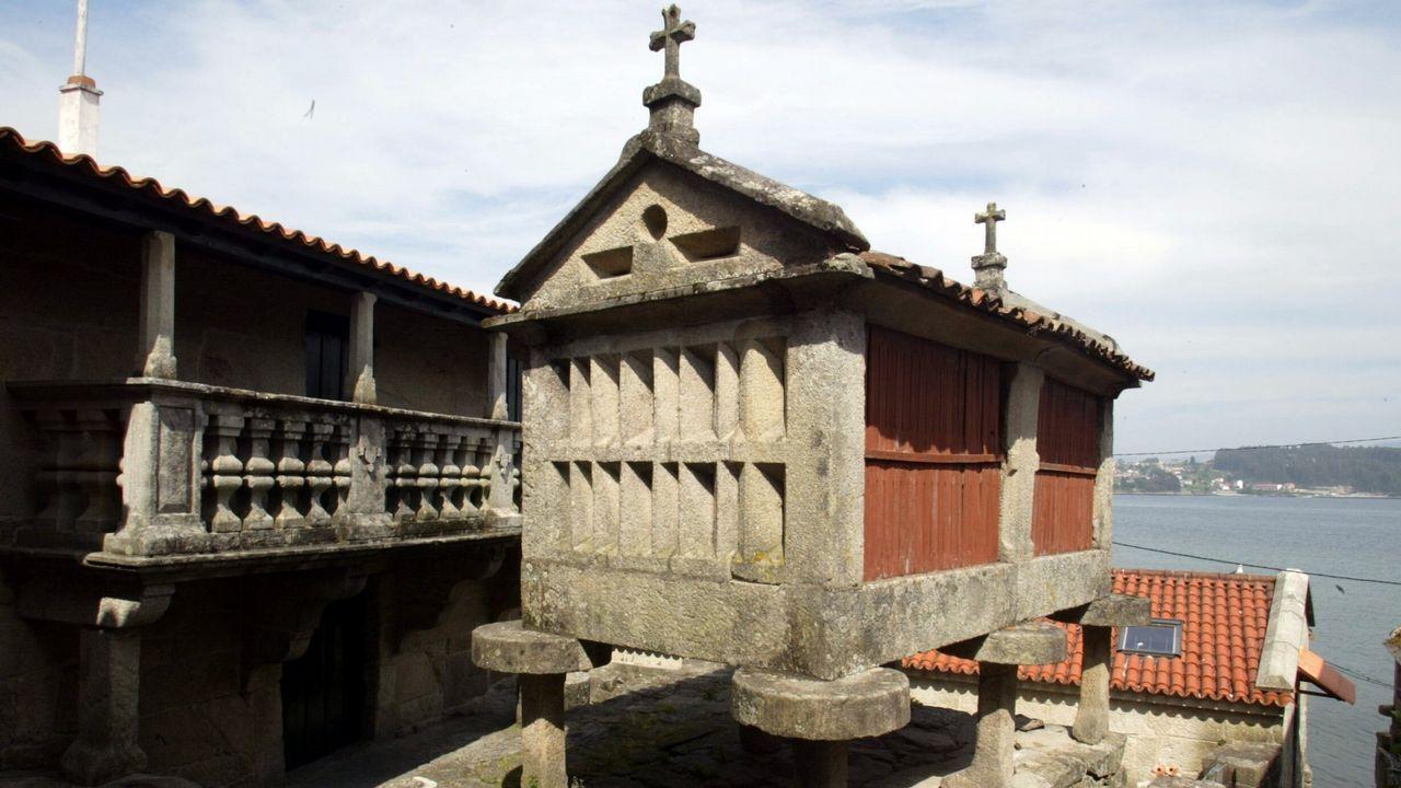 Hórreo recuperado en Combarro, en el concello pontevedrés de Poio