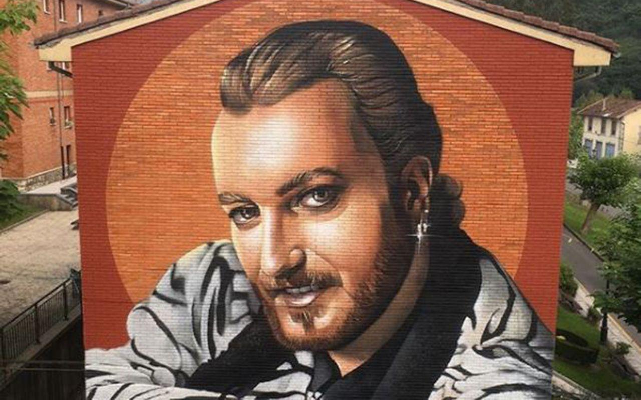 Mural en honor a Tino Casal en Tudela Veguín