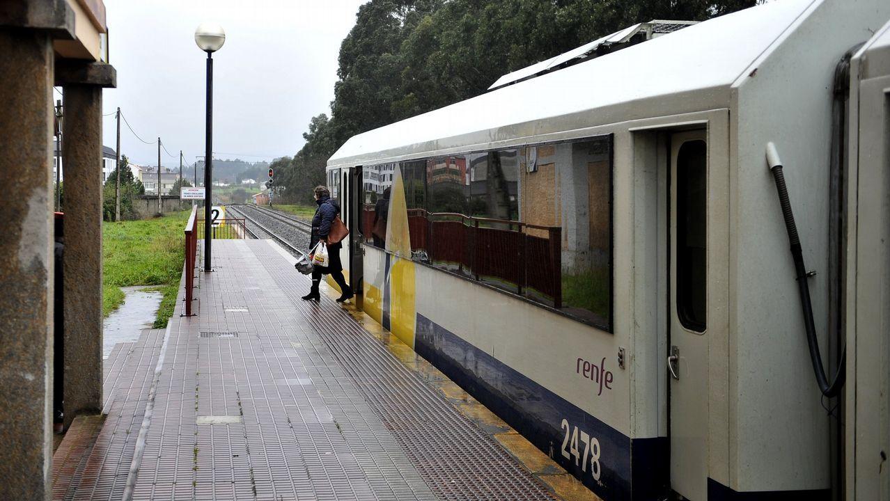 Llegada de una pasajera de la ruta Madrid-A Coruña