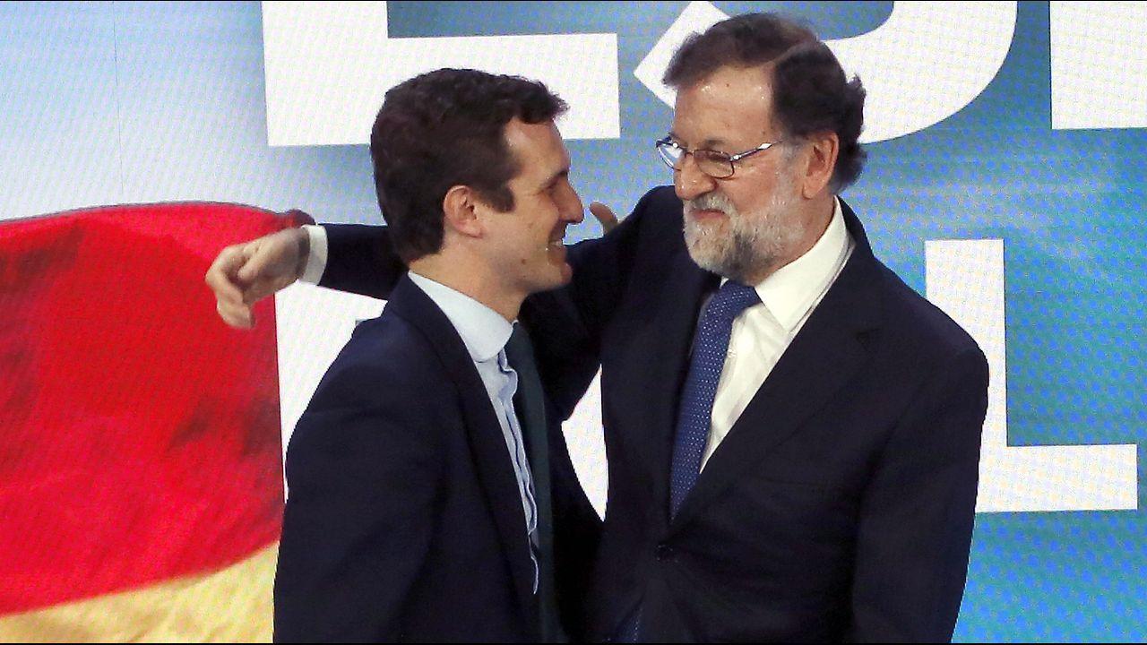 | EFE.Rajoy saluda a Casado, con el que entró en el plenario de la convención nacional del PP