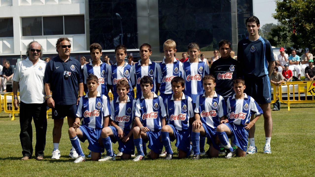 Lucas Torró protege un balón en el encuentro frente al Lugo