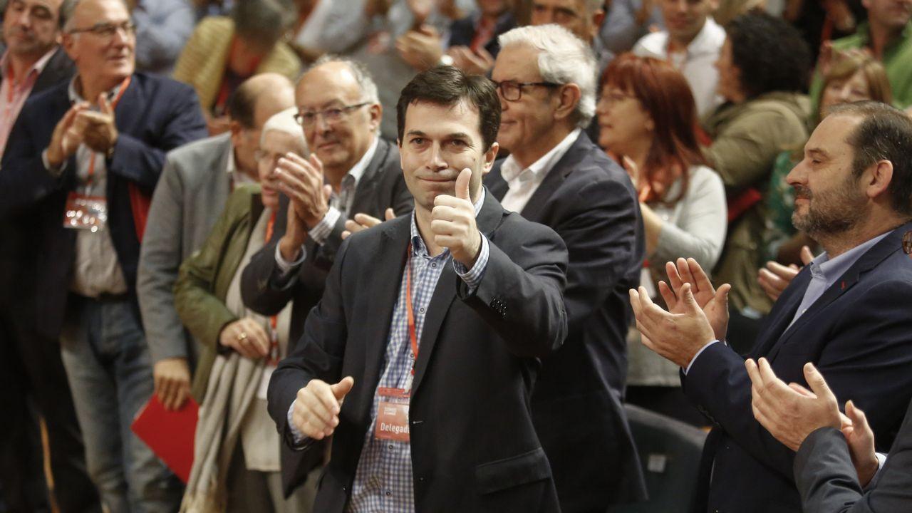 Inauguración de la Casa do Pobo del PSOE en Valga.En el 2015, Carmela Silva sí compareció en la Comisión de Presupuestos del Parlamento