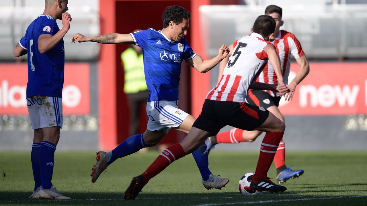 Steven Vetusta Bilbao Athletic Lezama.Steven prueba un remate a puerta frente al Bilbao Athletic