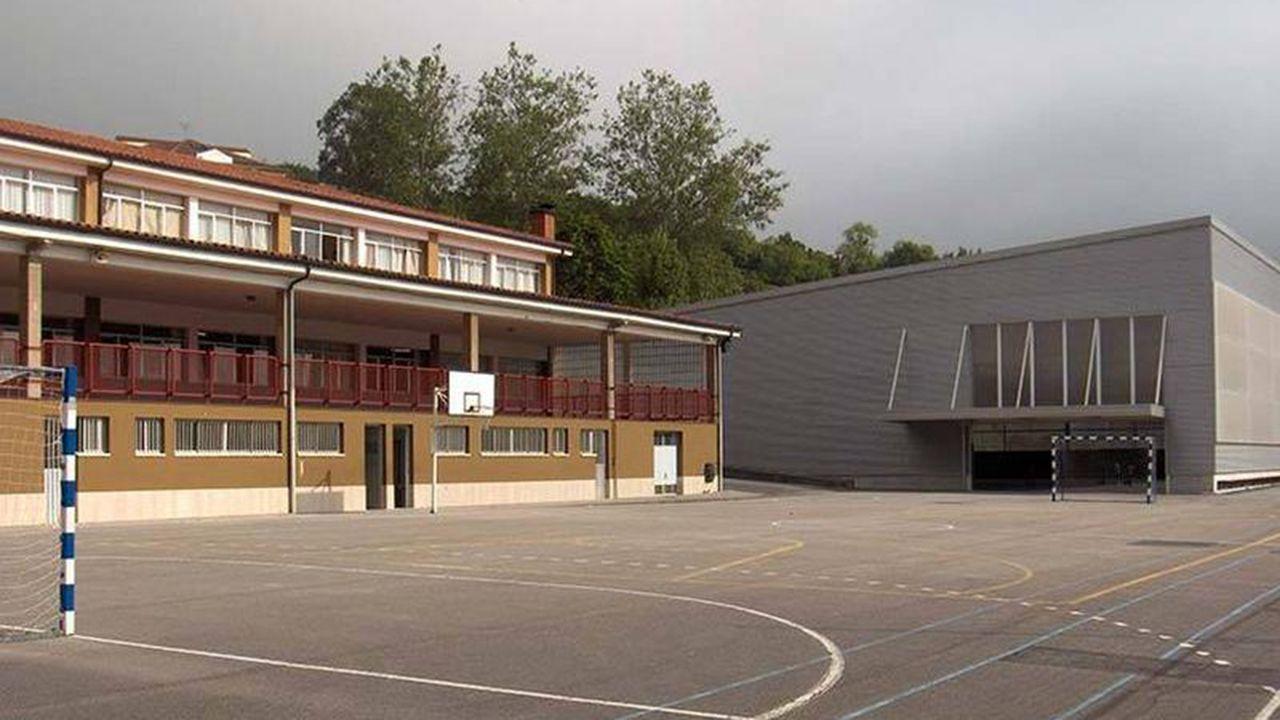 Atasco en el acceso a Oviedo.Colegio de las Campas de Oviedo