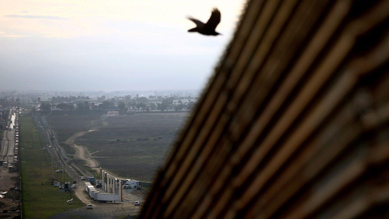 Prototipo del muro que pretende levantar Trump, en la frontera de Estados Unidos con el estado mexicano de Tijuana