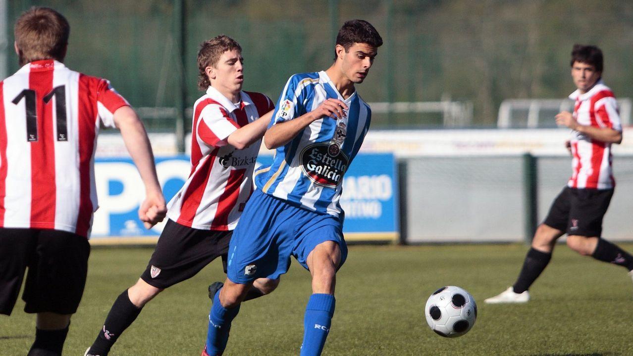 Juan Domínguez e Iker Muniain en un duelo entre los filiales del Deportivo y el Athletic Club