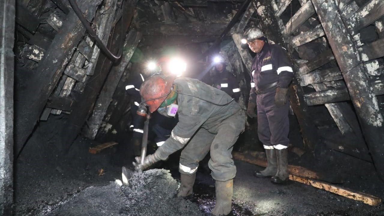 El asturiano Martín López-Vega.Los rescatadores trabajan sin descanso en el interior de la mina para llegar hasta los trabajadores atrapados
