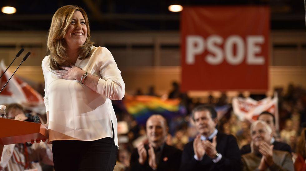 Susana Díaz: «Queremos volver a ser lo que fuimos».Iceta y Sánchez bailando durante un acto del PSC en Barcelona, en el 2015