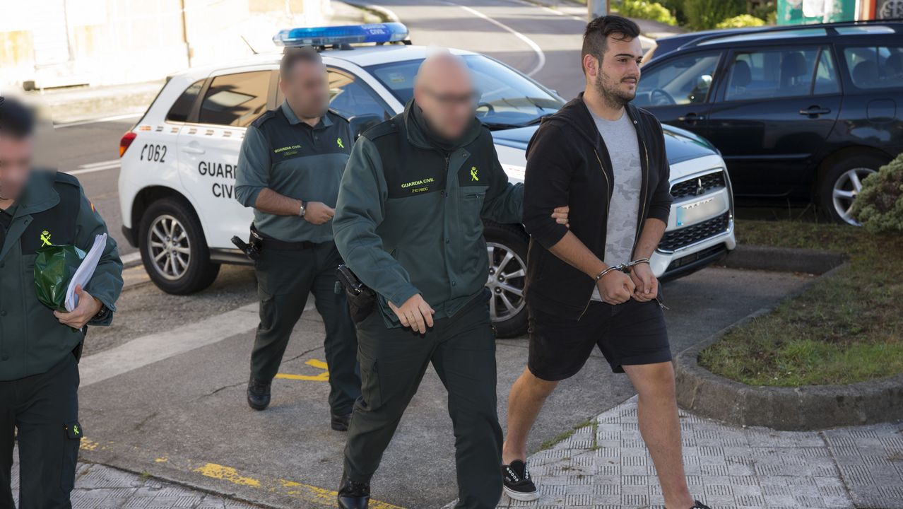 Detenido un joven de 18 años por el ataque al puesto de la Guardia Civil de Camariñas.Telón y Aparte es una de las asociaciones que recibió ayudas del ente provincial