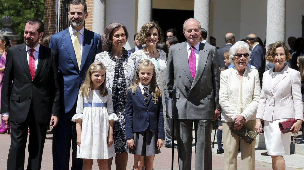 .Foto de familia tras la ceremonia.