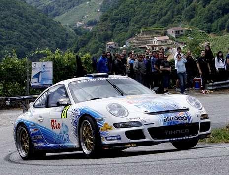 Sergio Vallejo a los mandos de su Porsche 911 con una mecánica renovada.