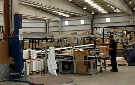 El almacén robotizado de la central de Pórtico en Mos apenas recibe mercancía.