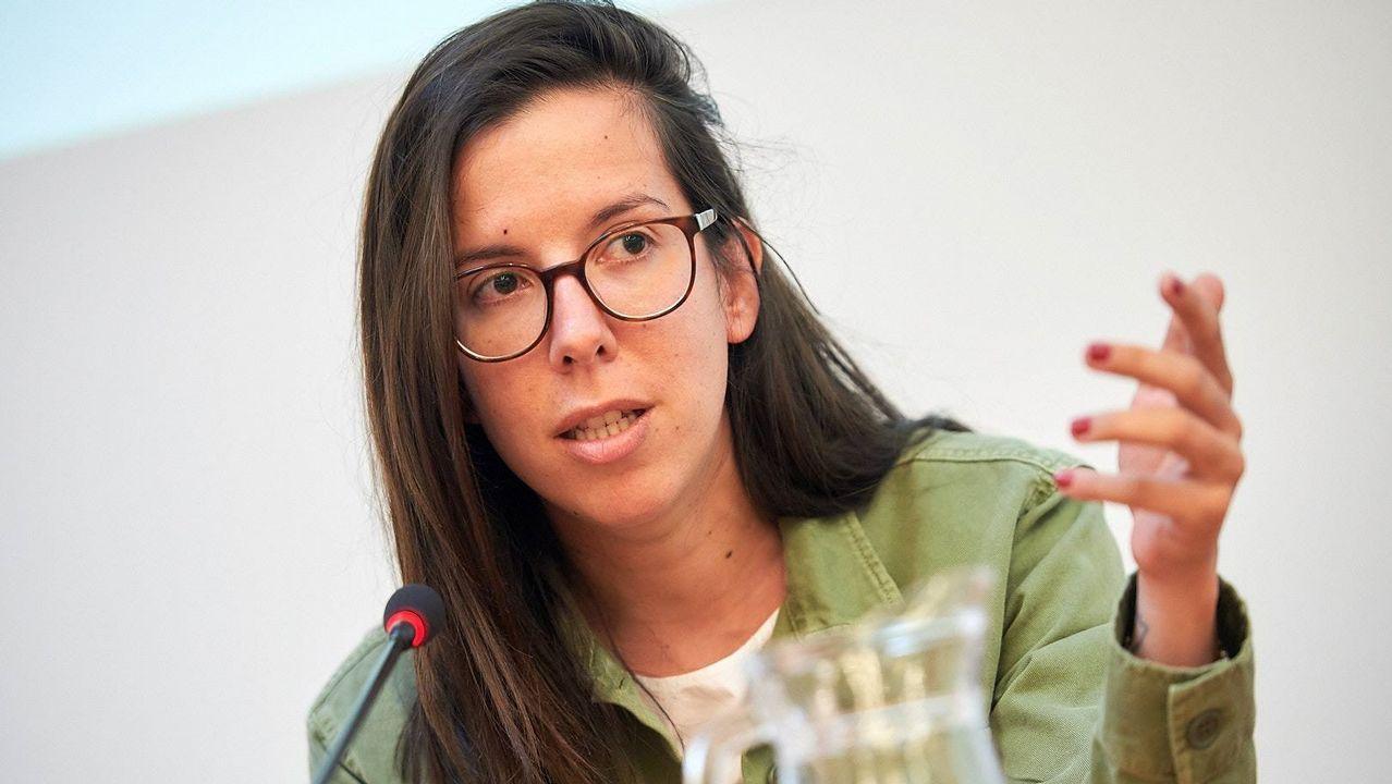 Profesor Profesora interino interinos.Ana José Varela, durante su intervención en la charla organizada en la Fundación Barrié