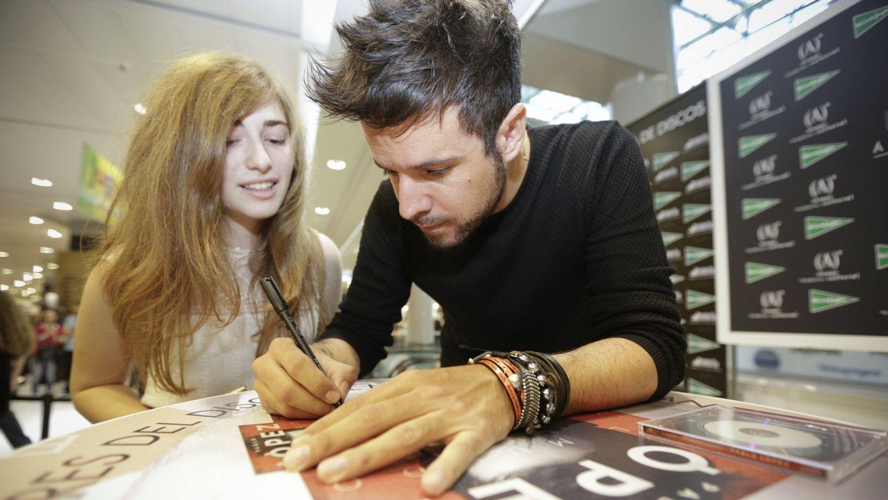 Pablo López firmando discos en El Corte Inglés el año pasado