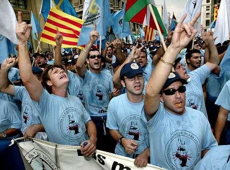 La ministra de la continuidad.<span lang= es-es >Conflictividad</span>. La anterior tentativa de abrir los servicios portuarios al libre mercado provocó protestas de los estibadores de toda Europa, que incluso atacaron la embajada española ante la UE.