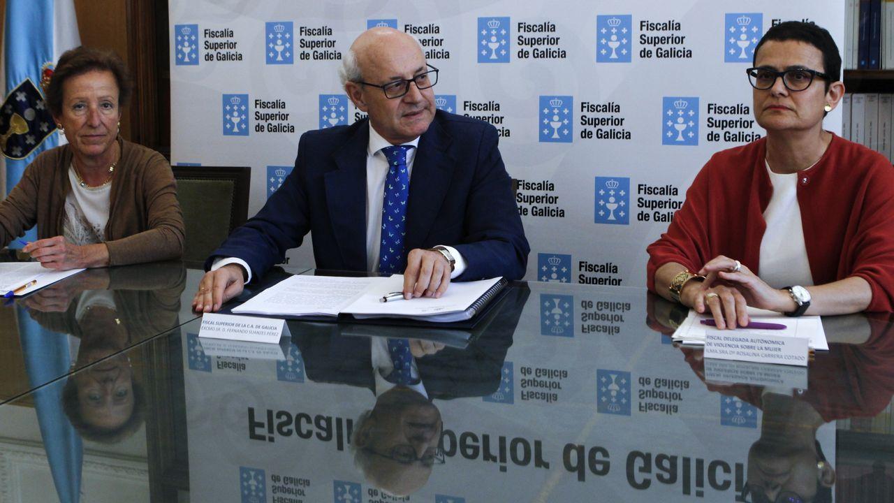 .Las fiscalas especialistas en violencia sobre la mujer Pilar Martín Nájera y Rosalina Carrera, con el fiscal superior de Galicia, Fernando Suanzes