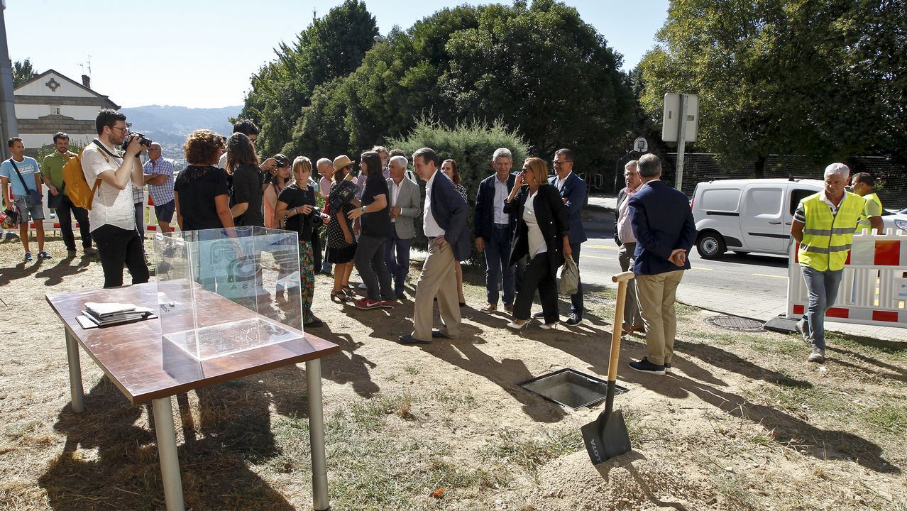 Pleno de Vigo.Los trabajadores del XER se enteraron ayer por La Voz que la empresa Dornier ha perdido la concesión en el juzgado.
