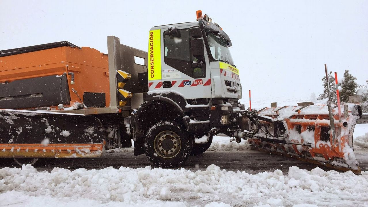 .Miles de coches atrapados en la AP-6 y A-6 por el temporal de nieve