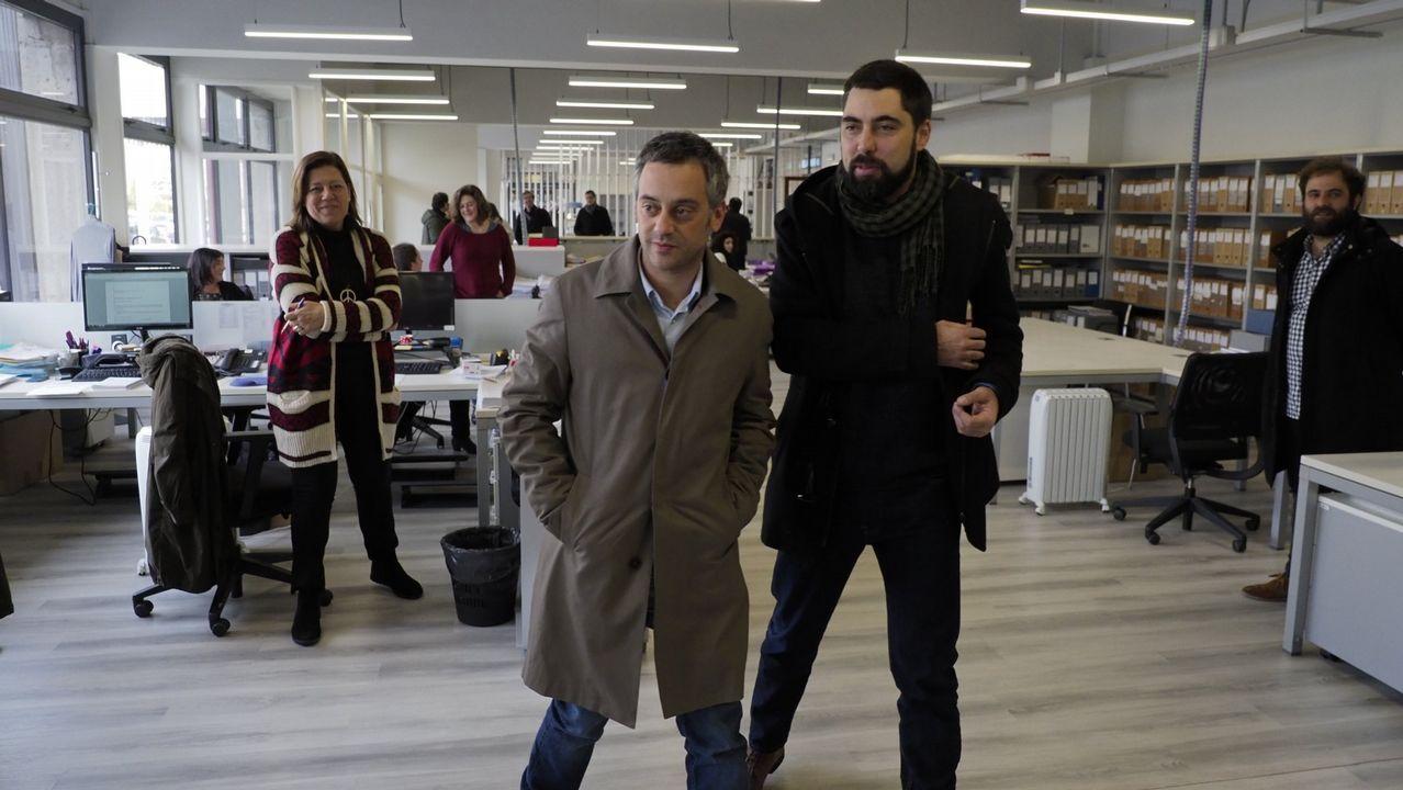 El colapso circulatorio en A Coruña, en imágenes.El alcalde asistió al inicio de la demolición y dijo que así se soluciona «un error histórico»