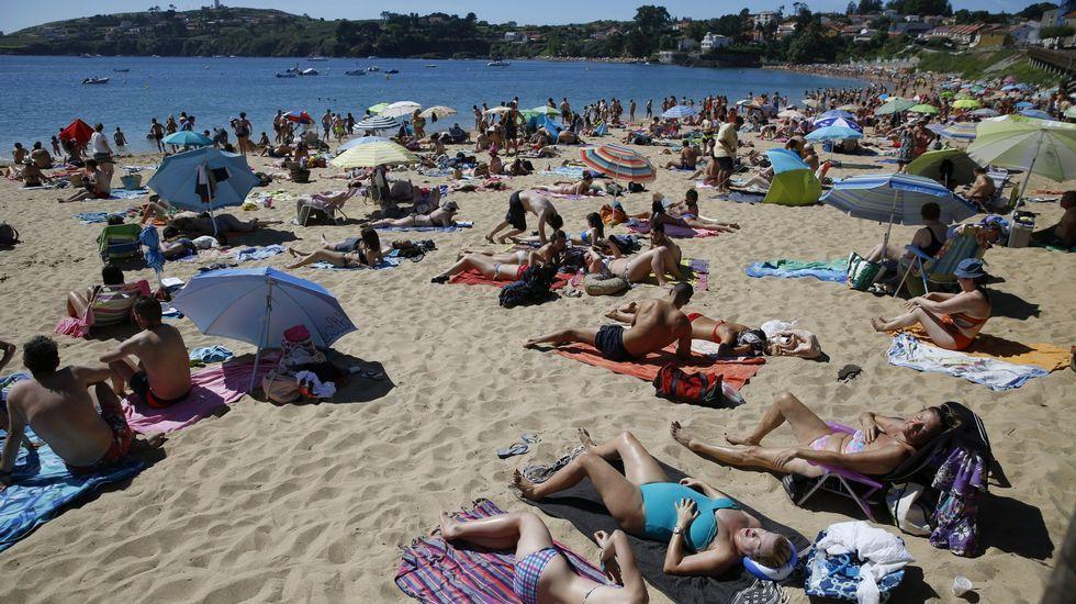 Playa de Retorta, en Boiro.Playa de Mera, en Oleiros