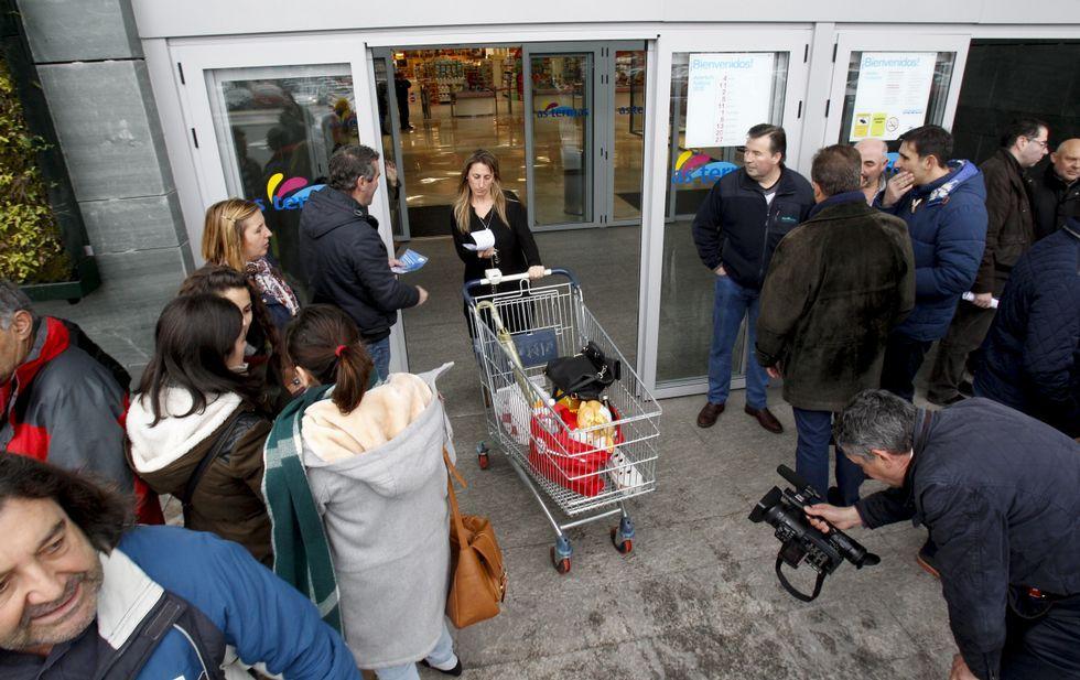 Los retornados llevan sus protestas a Bruselas
