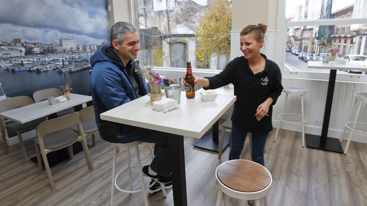 El nuevo Bar Porto Vello funciona en el local del antiguo El Náutico y está especializado en vinos y vermú, aunque también sirve desayunos