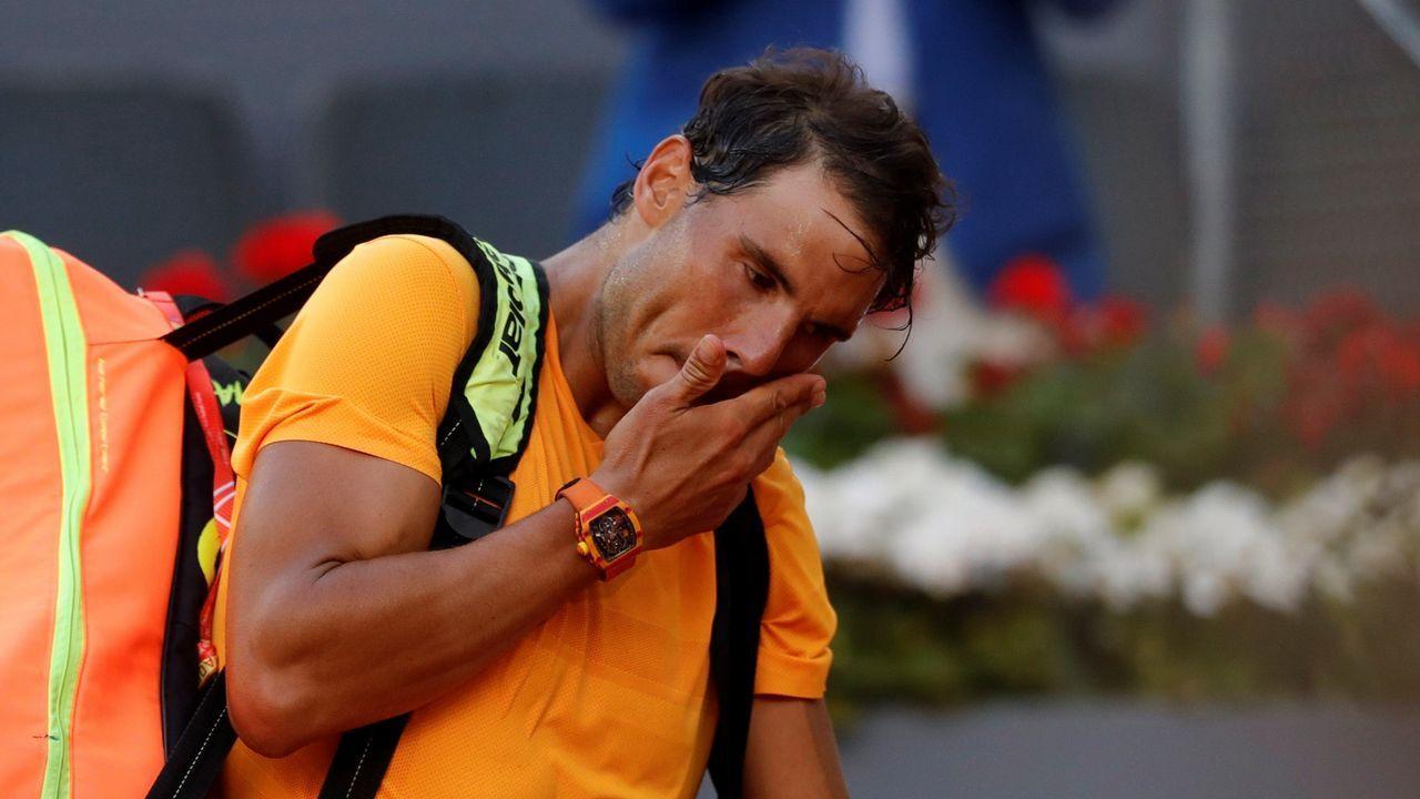 El tenista español Pablo Carreño devuelve la bola al croata Borna Córic durante el partido de la primera ronda del Masters 1000 Mutua Madrid Open que se disputa en la Caja Mágica