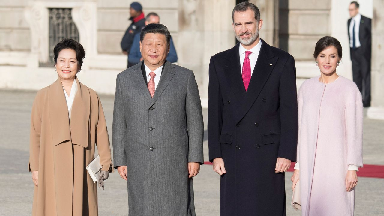 Las imágenes de la visita a España de Xi Jinping y su esposa.Imagen que ilustra la felicitación navideña de los Reyes y sus hijas