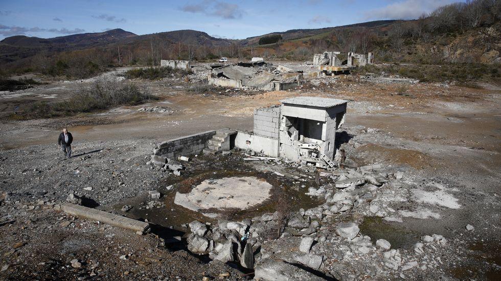 Las ruinas de Cedonosa.Imagen de un Boeing 737 Max