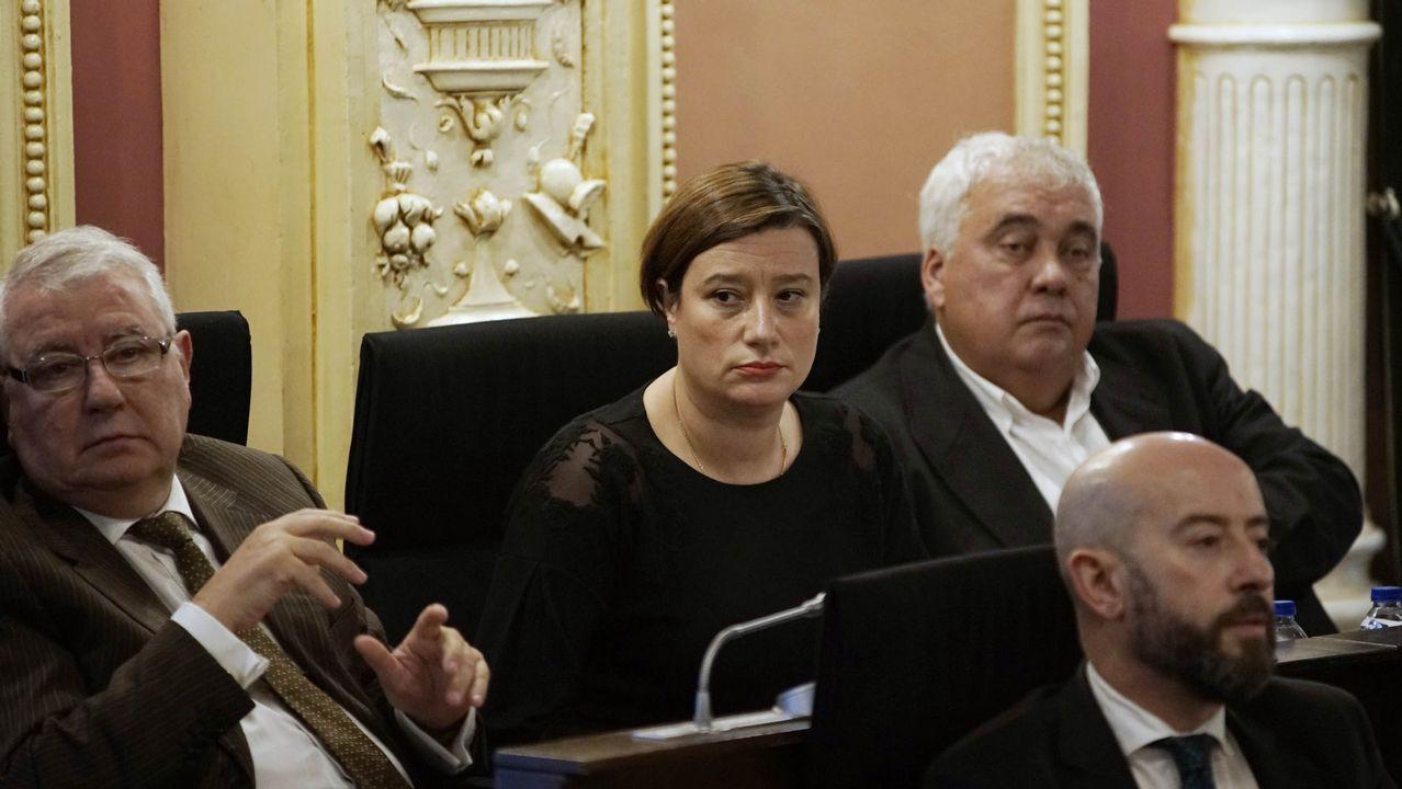 El alcalde de A Gudiña, José María Lago, con su mujer y su hija de año y medio