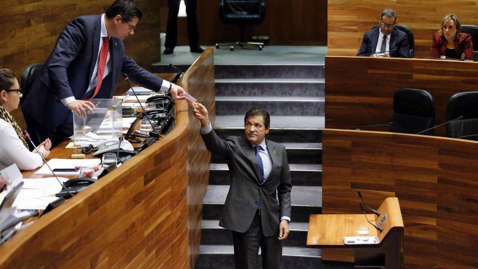 .Fernández, en una votación en la Junta