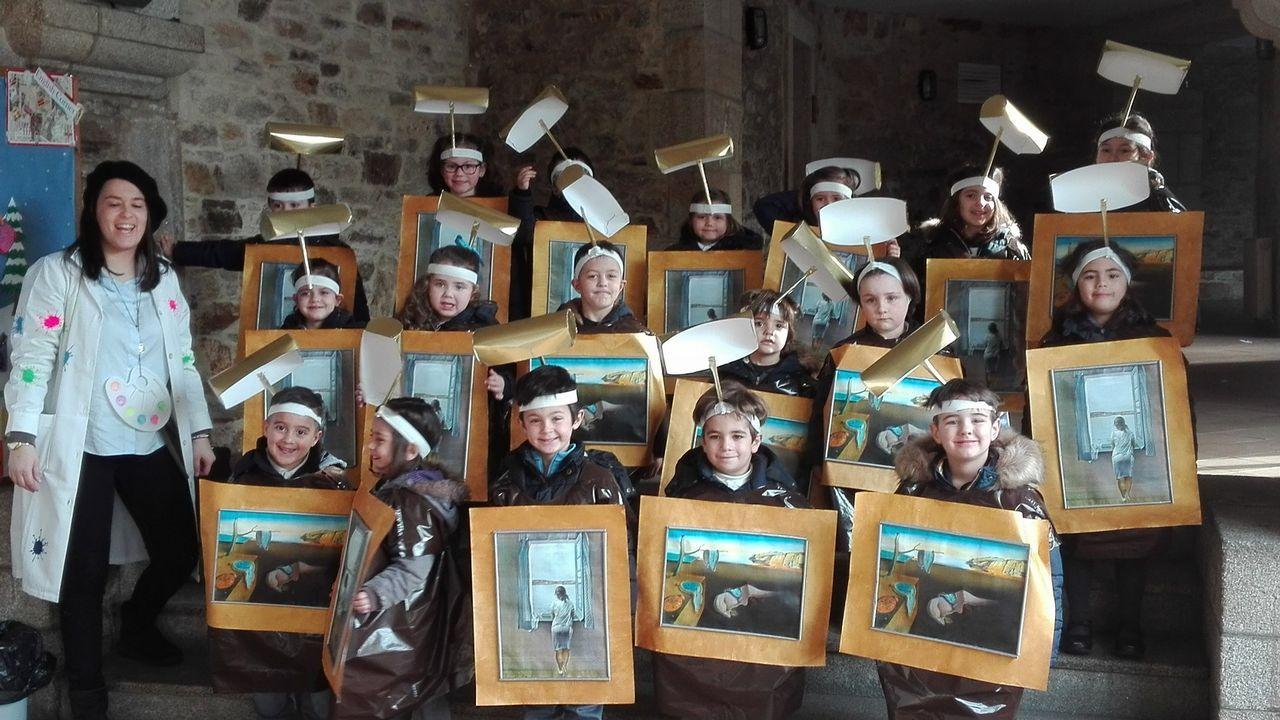 Desfile de alumnos del colegio Nuestra Señora de los Remedios