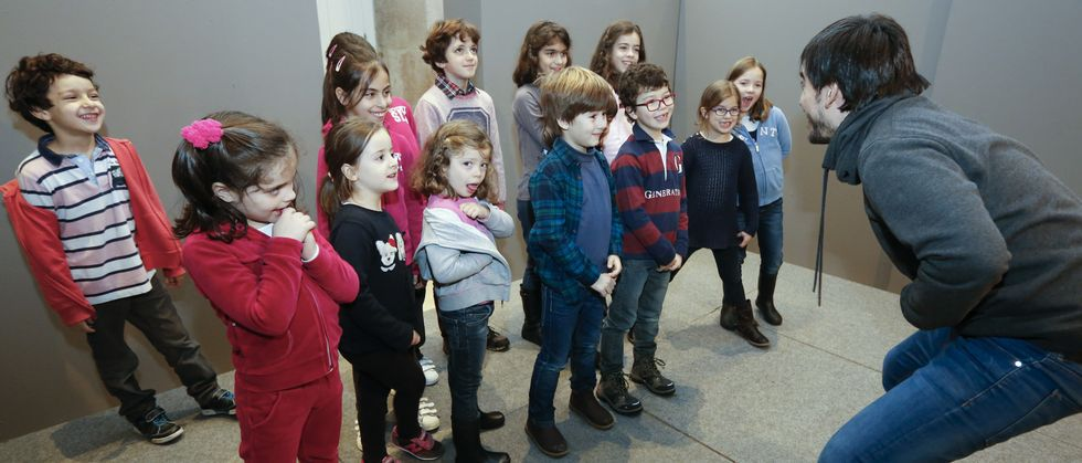Los niños que acudieron al taller de ayer, en el que  se implicaron activamente, tienen entre cuatro y diez años.