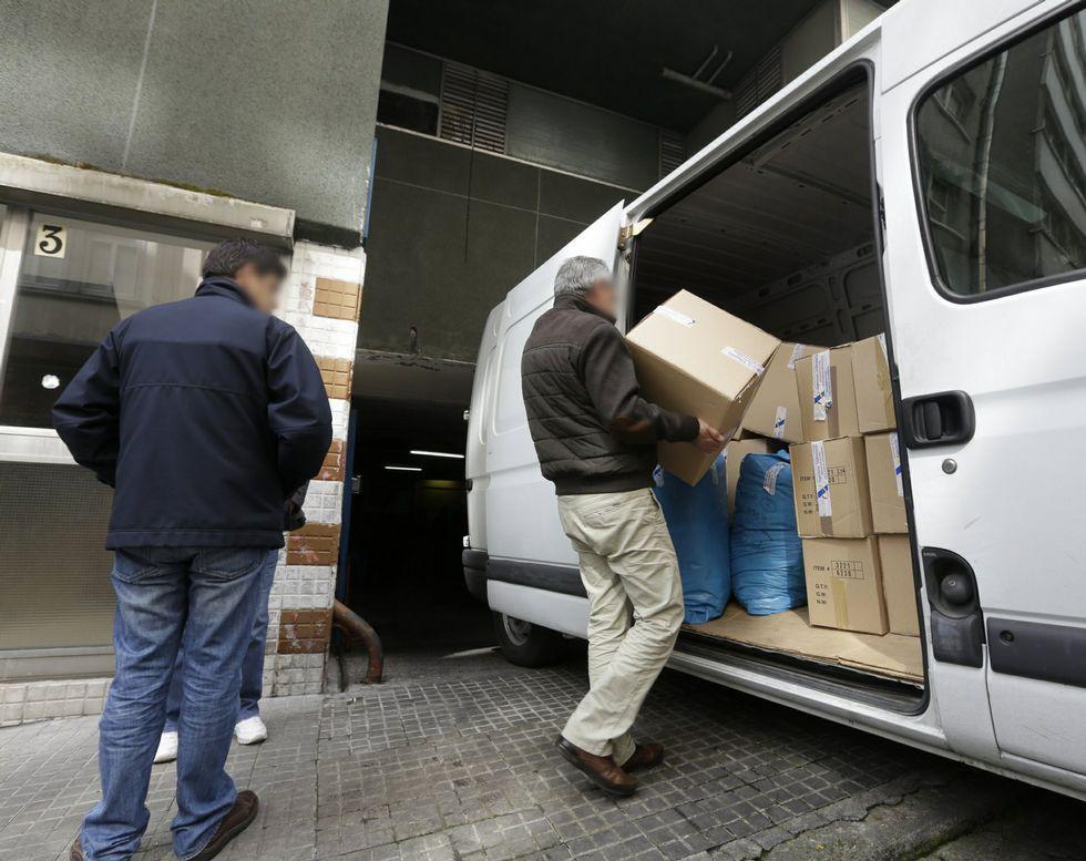 Margallo.Agentes de Aduanas en la redada que desarollaron en Santa Lucía el pasado mes de mayo.