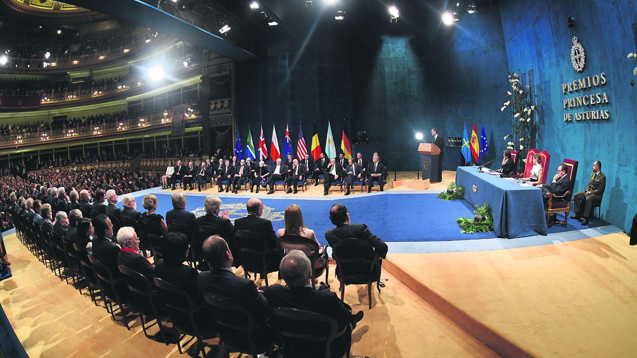 Un parlamento de luto.Ceremonia de entrega de los Premios Princesa de Asturias