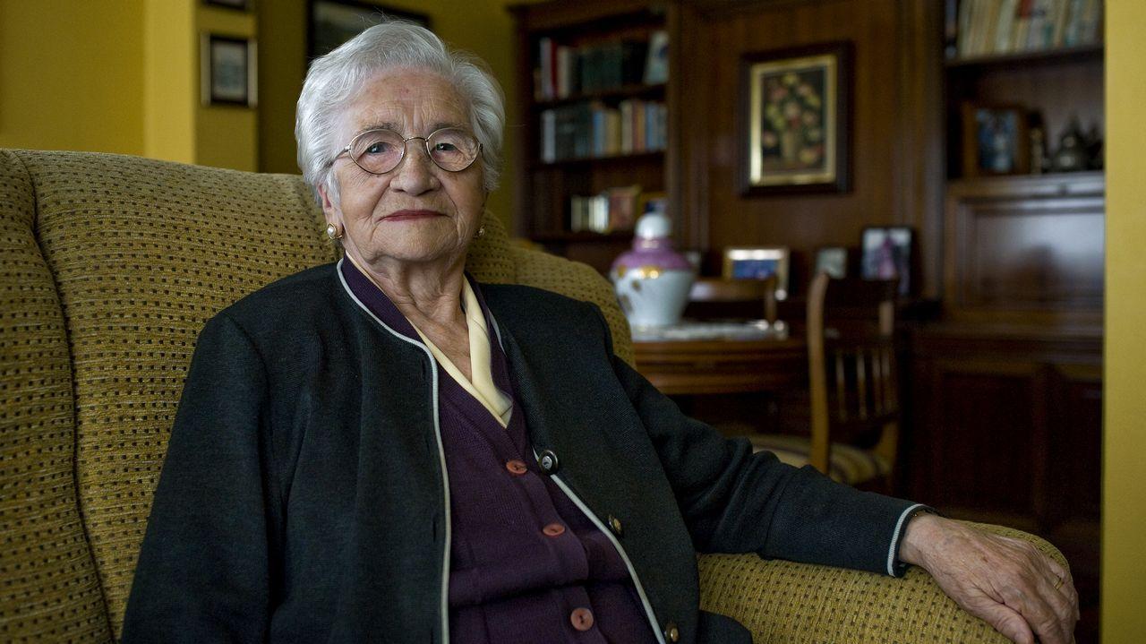 Carmen Barcia, 92 años. Nació en Narón y vive en Ferrol. Arreglaba medias