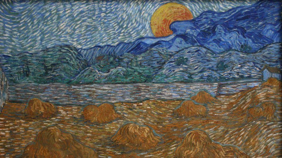 .«Paisaje con gavillas de trigo y salida de luna» (1889). Kröller-Müller Museum. Otterlo (Holanda). Van Gogh pintó ese anochecer, donde la luna llena emerge sobre un horizonte con nubes, cuando estaba ingresado en un sanatorio psiquiátrico de Saint-Rémy-de-Provence. La luz anaranjada que el pintor quiso para la luna dialoga con el color de la mies. Los cálculos astronómicos sobre las fases lunares y la evidencia del trigo segado nos permiten saber que esa imagen corresponde al sábado 13 de julio de 1889