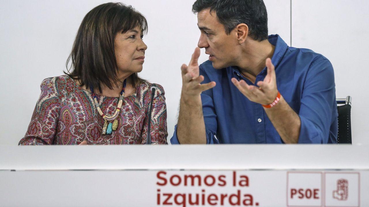 .Cristina Narbona junto a Pedro Sánchez