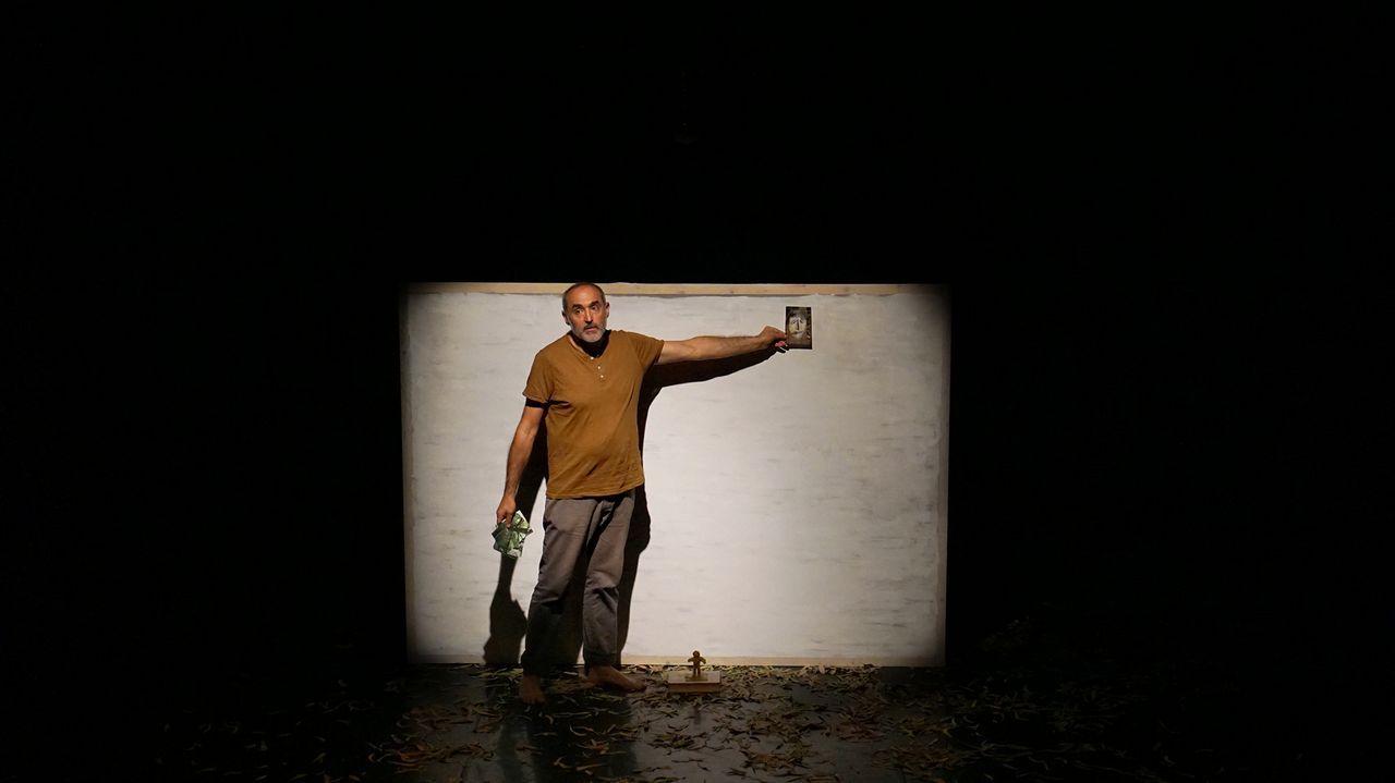 Sergio Primiani, uno de los promotores de la Asociación de Pensionados y Pensionadas de Venezuela residentes en Asturias.La novela de Mellado se estructura en 99 compases