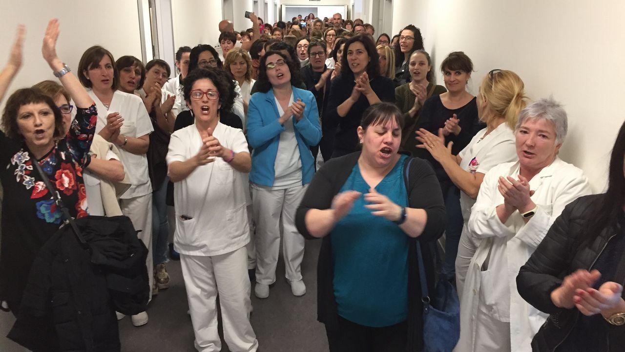 Protesta de las auxiliares del Álvaro Cunqueiro