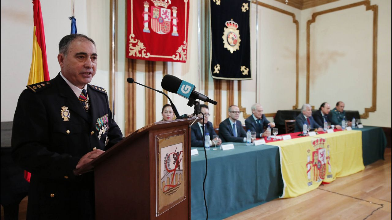 Caballero visita el nuevo Mercadona de Vigo.Imagen de archivo de un pleno en Verín