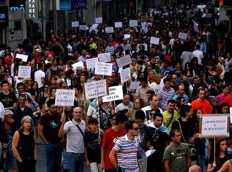 Los ciudadanos indignados que rehúyen de la partitocracia clásica (en la imagen la manifestación de octubre del 2011) ya no ven al BNG como una opción alternativa, sino como parte del problema.
