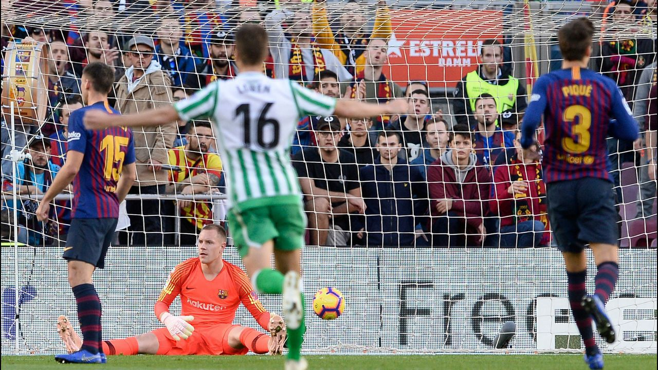 Carlos Hernandez Jony Real Oviedo Sporting derbi Carlos Tartiere.Carlos Hernandez pugna por un balon con Jony
