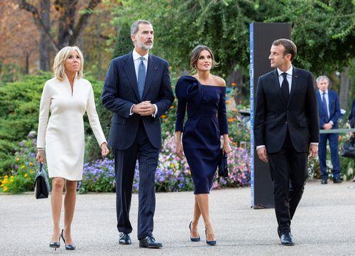 Los reyes inauguraron la exposición de Miró junto a Emmanuel y Brigitte Macron, y después cenaron en el Elíseo