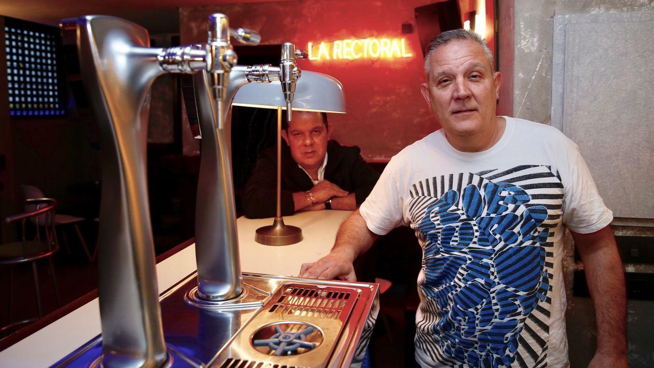 José Antonio cambió su charcutería en Caracas por un bar en Pontevedra para escapar de los problemas y olvidar el miedo