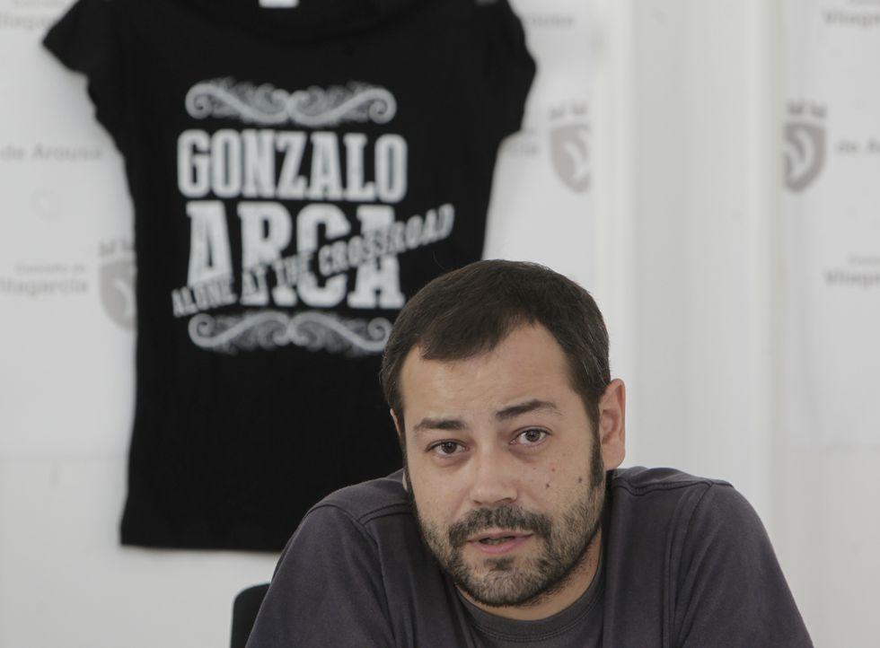 El «Run» de Furious Monkey House.Gonzalo Arca durante la presentación de uno de sus conciertos para las fiestas de Vilagarcía.